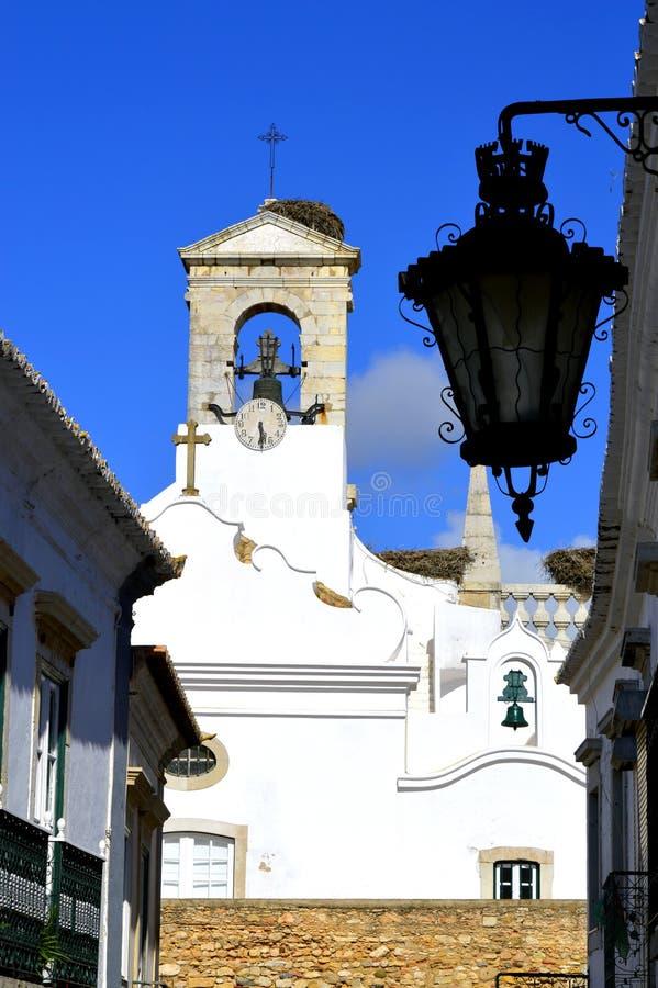 Klokketoren op de omringende muur rond de oude stad van Faro royalty-vrije stock afbeeldingen