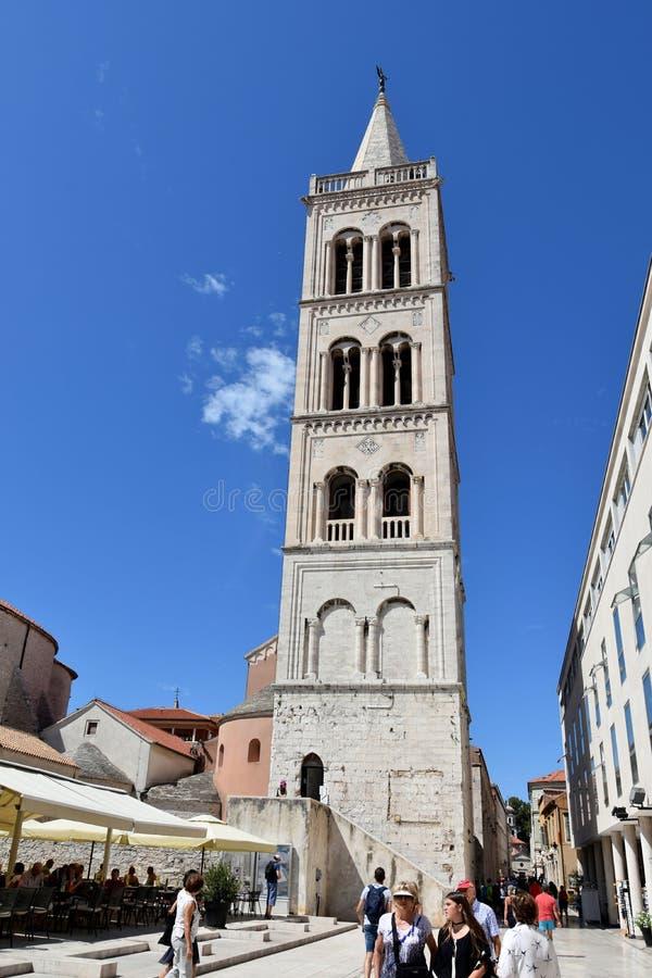 Klokketoren van de kathedraal van Anastasia in Zadar, Kroatië royalty-vrije stock afbeelding