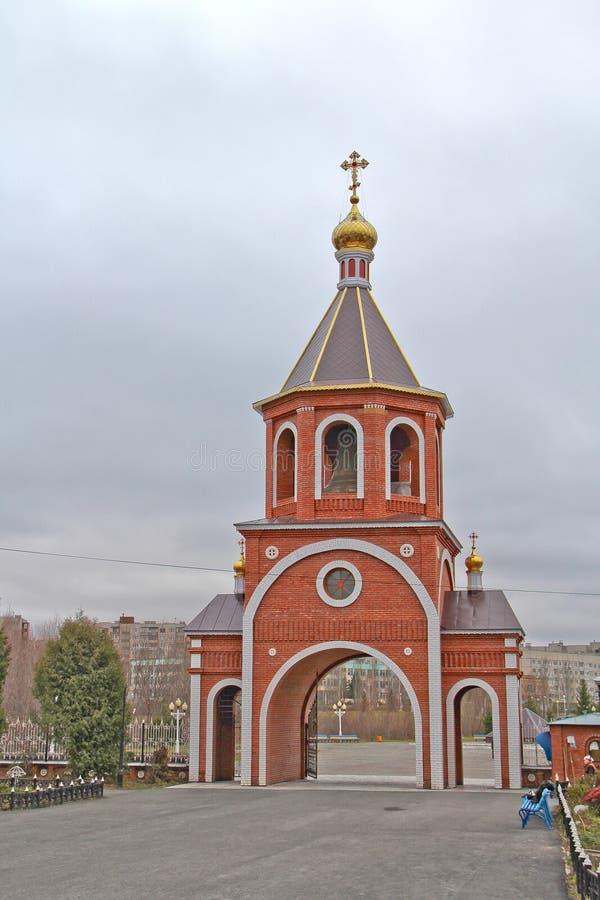 Klokketoren van de Kathedraal van St Vladimir gelijk-aan-de-Apostel stock foto