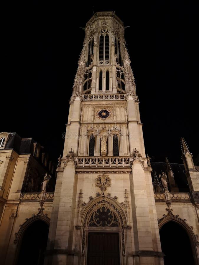 Klokketoren van de Kerk van heilige-Germain-L ` Auxerrois in Parijs royalty-vrije stock foto