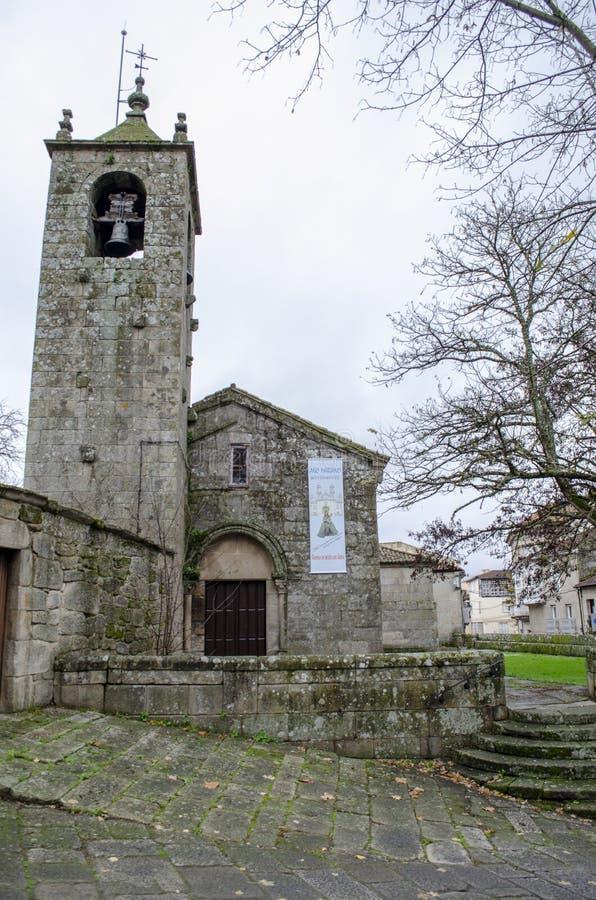 Klokketoren van de Romaanse kerk van San Esteban de Allariz stock foto