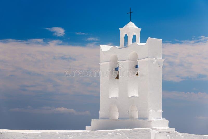 Klokketoren van een kapel op het Eiland Sifnos stock foto's