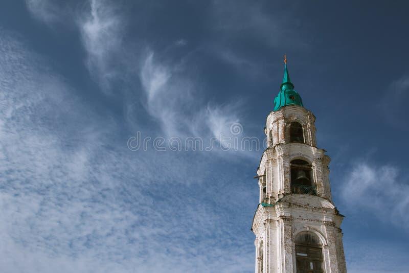 Klokketoren van een Russische kerk royalty-vrije stock afbeelding