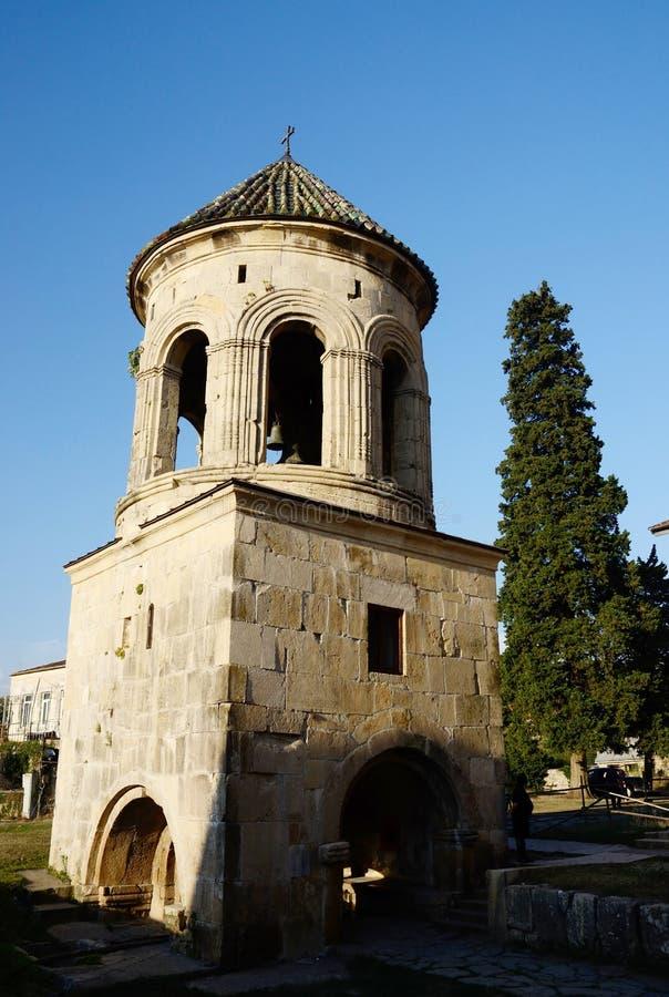 Klokketoren van Gelati klooster complexe dichtbijgelegen Kutaisi, Georgië royalty-vrije stock foto's