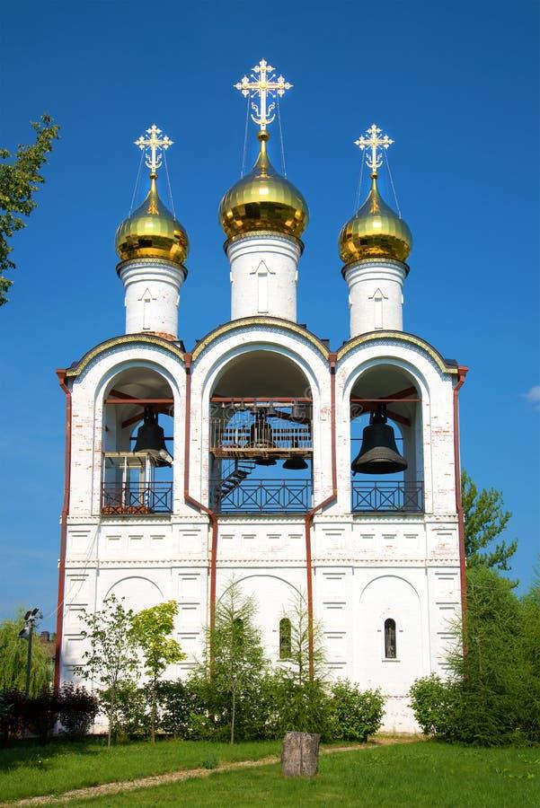 Klokketoren van het klooster svyato-Nikolsky van Pereslavl-close-up Pereslavl-Zalessky, Gouden ring van Rusland royalty-vrije stock afbeeldingen