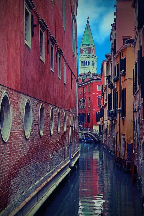 Klokketoren van het Teken van Heilige in Venetië met uitstekend effect stock afbeeldingen