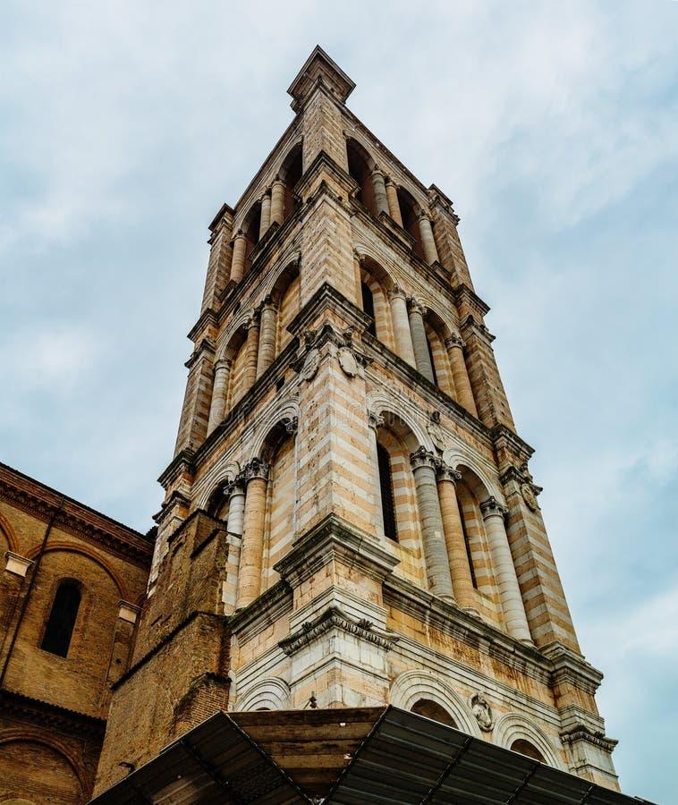 Klokketoren van Kathedraal in Ferrara, Italië royalty-vrije stock afbeelding
