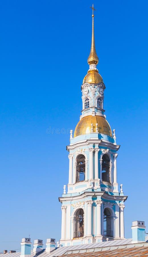 Klokketoren van Orthodoxe St Nicholas Naval Cathedral royalty-vrije stock afbeelding