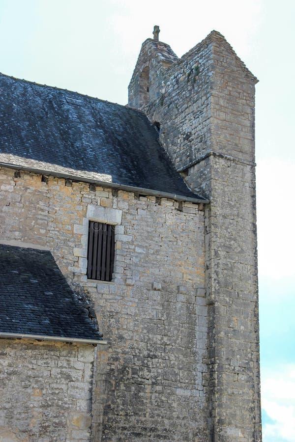 Klokketoren van versterkte kerk van Saint Julien, Nespouls, Correze, Limousin, Frankrijk royalty-vrije stock foto's