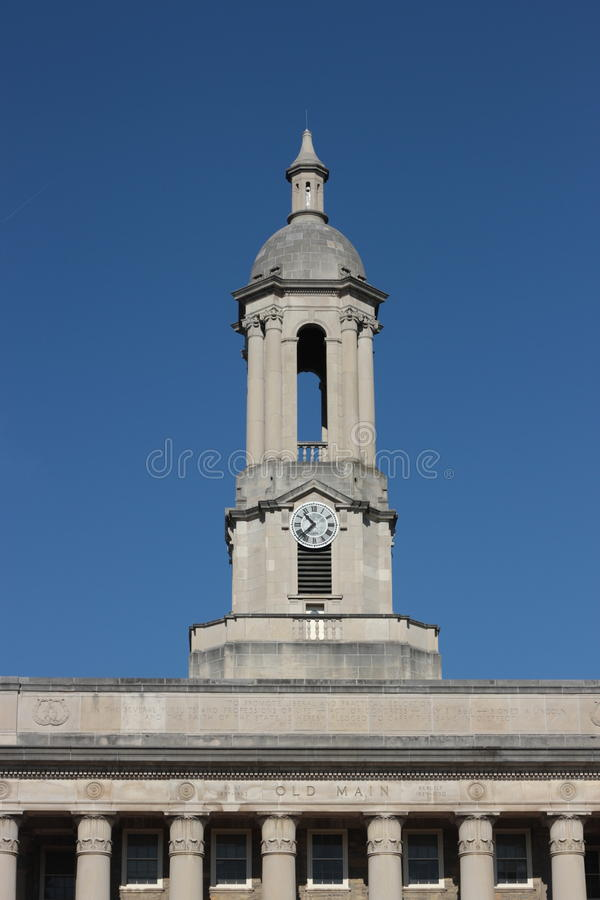Klokketorens van Oude Leiding op Penn State-universiteit stock foto