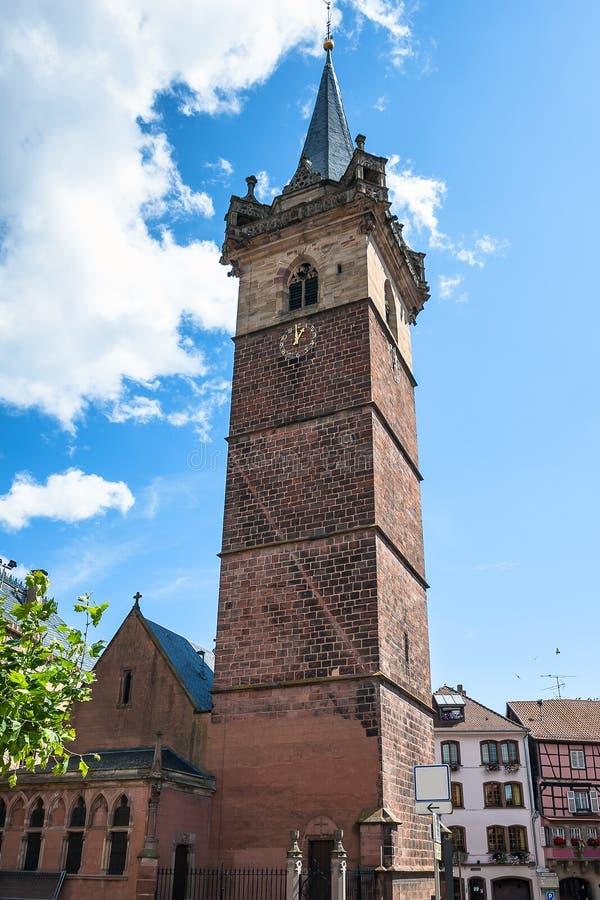 Klokketorentoren (Kapellturm) in Obernai-stadscentrum alsace royalty-vrije stock foto's