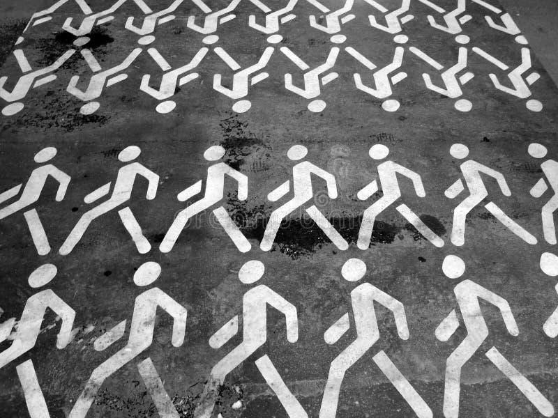 klon Många vit mandiagram på svart asfalt royaltyfri foto