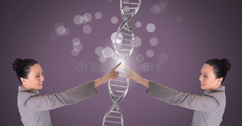 Kloon tweelingvrouw wat betreft zich met genetische DNA en fonkelingen stock foto's