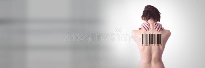 Kloonvrouwen met streepjescode op rug royalty-vrije stock afbeelding