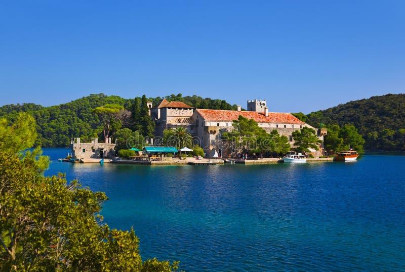 Klooster bij eiland Mljet in Kroatië royalty-vrije stock fotografie