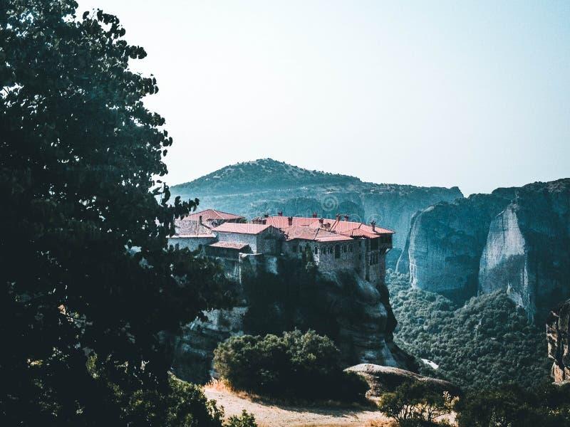 Klooster in de bergen stock afbeelding