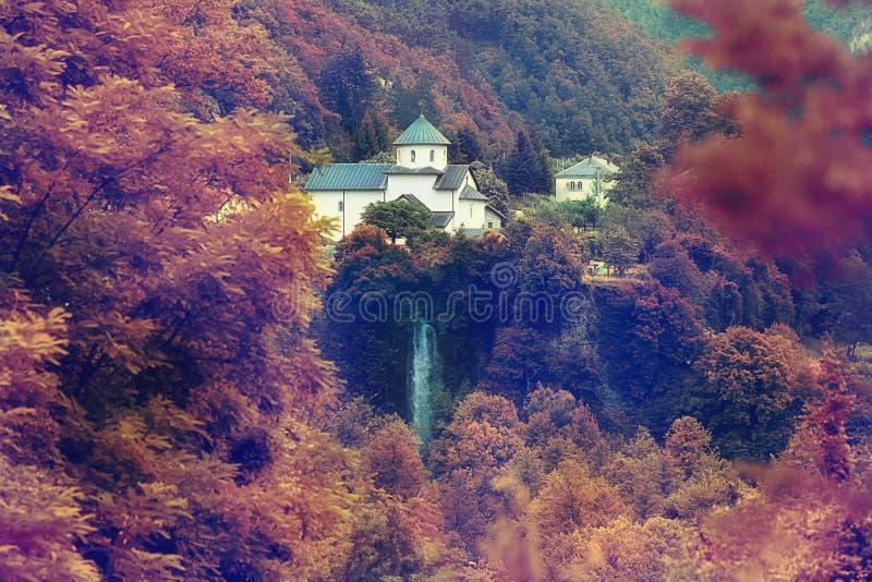 Klooster in de bergenherfst Europa Montenegro royalty-vrije stock foto