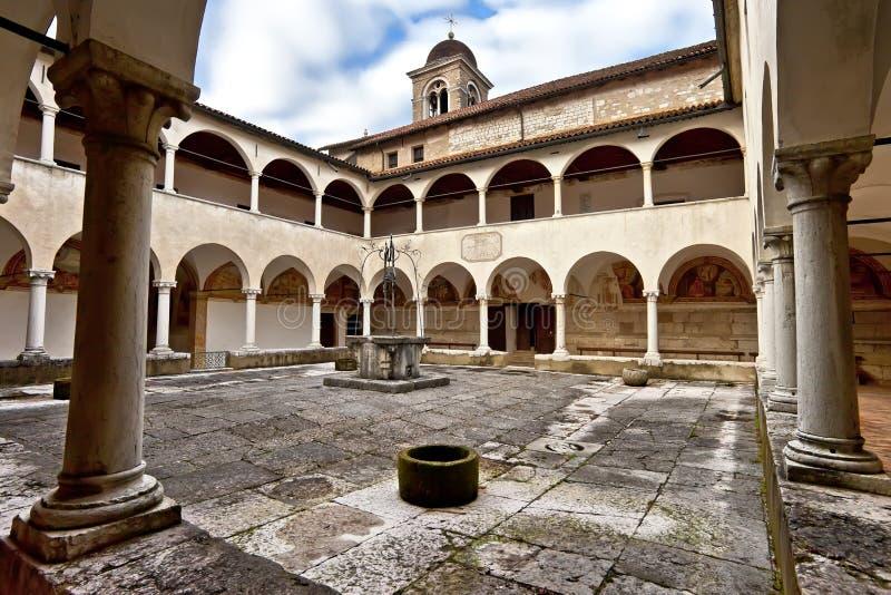 Klooster, Heiligdom Heilige Vittore en de Corona van Heilige dichtbij Anzu, Feltre, Belluno stock afbeeldingen