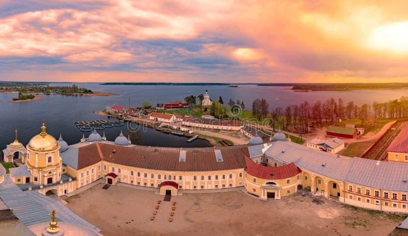 Klooster op eiland van meer Seliger, Rusland royalty-vrije stock afbeelding
