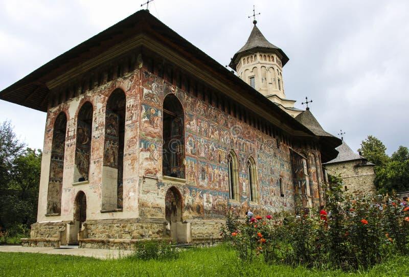Klooster van de Moldovita het orthodoxe geschilderde kerk, Moldavië, Bucovina, stock foto