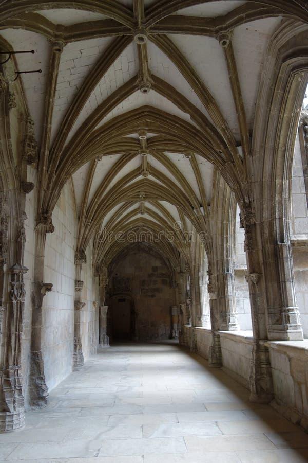 Kloostergang in de Cahors kathedraal stock fotografie