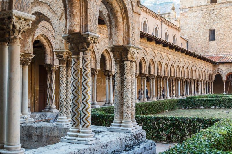 Kloster av den Monreale domkyrkan arkivfoton