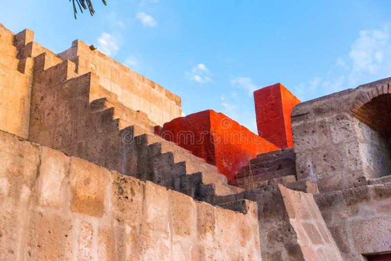 Kloster av helgonet Catherine i Arequipa, Peru (Spanjor: Santa Catalina) är kloster av nunnor av Domincan i andra hand beställnin royaltyfri fotografi
