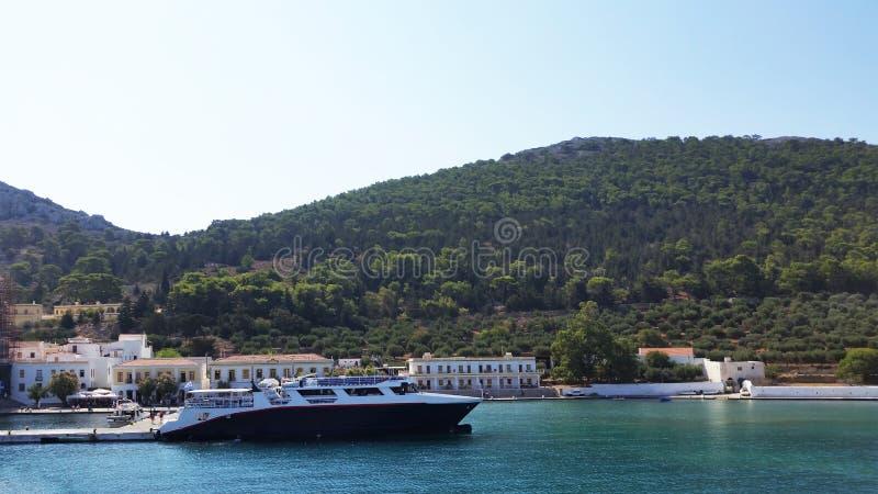 Kloster av Panormitis på ön av Simi Grekland royaltyfria bilder