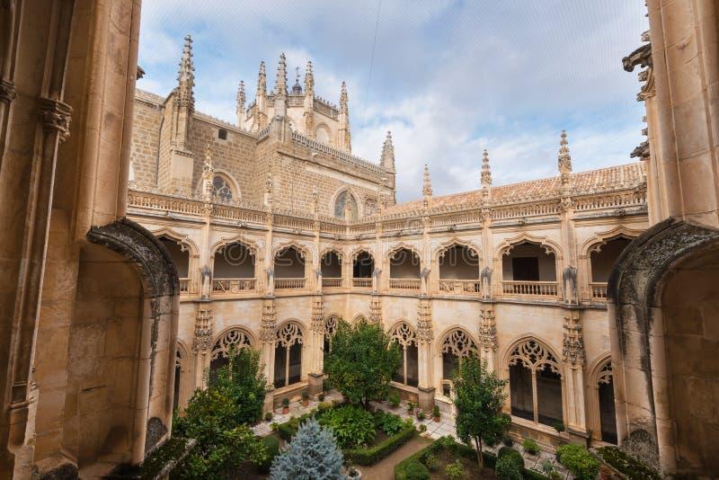 Kloster av kloster av San Juan De Los Reyes i Toledo, Castilla la Mancha, Spanien royaltyfri fotografi