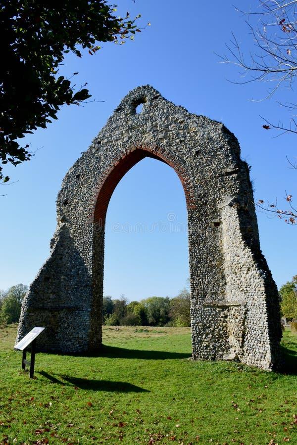 Kloster fördärvar, den Wymondham abbotskloster, Norfolk, England arkivfoton