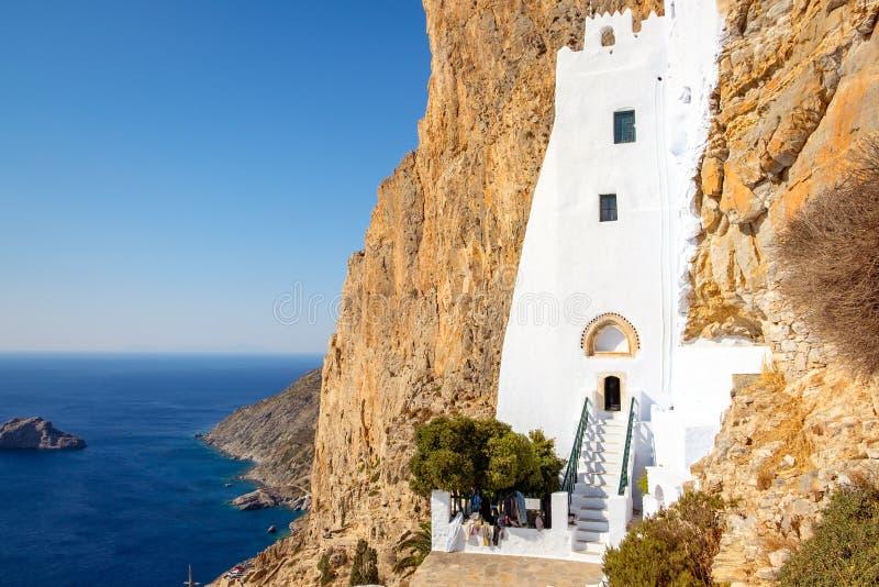 Kloster Panagia Hozoviotissa und der Ozean auf Amorgos-Insel, Griechenland stockfotos