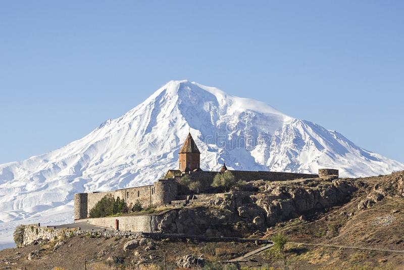 Kloster und Mt Ararat Khor Virap in Armenien lizenzfreie stockbilder