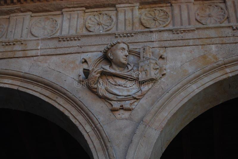 Kloster von San Esteban f?hrt Haupteingangsb?gen einzeln auf stockbilder
