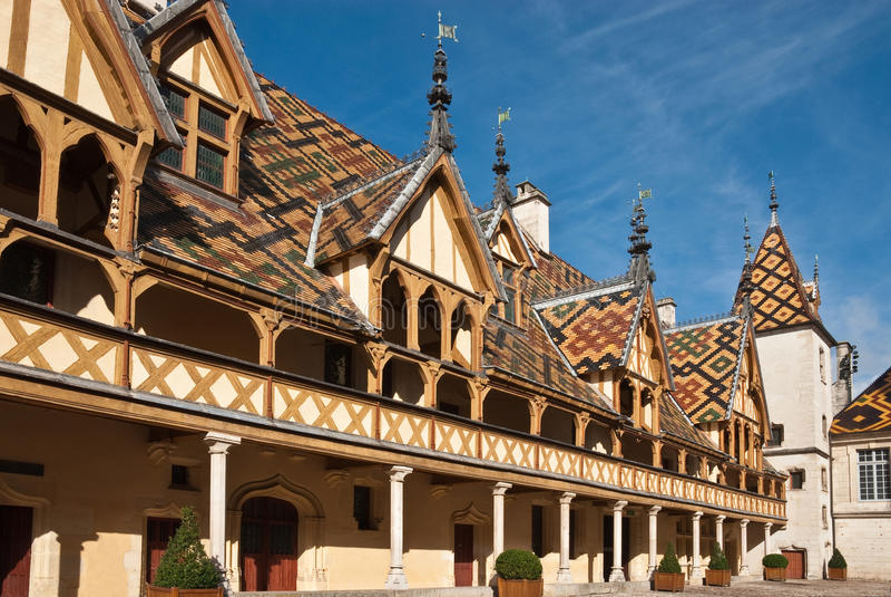 Klosterhärbärge Beaune, Frankrike royaltyfria foton