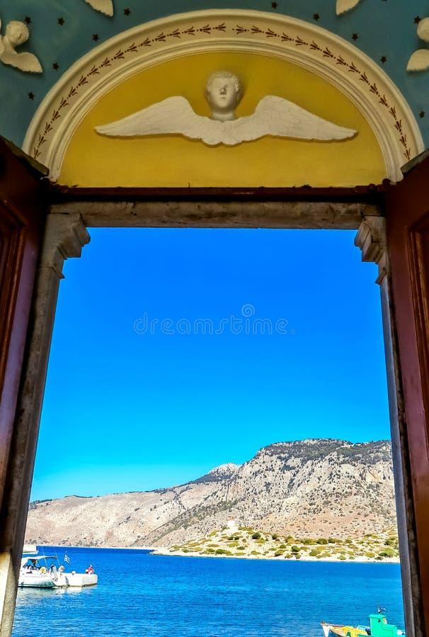 Klosteringång på den grekiska ön av Symi royaltyfri fotografi