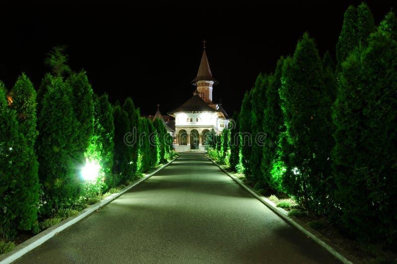 KlosterRumänien Oradea transilvania i natten arkivbilder