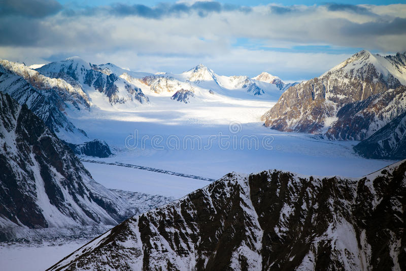 Kluane nationalpark och reserv, berg och glaciärer arkivbilder