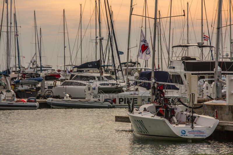 Klubba för havmarinayacht arkivbilder