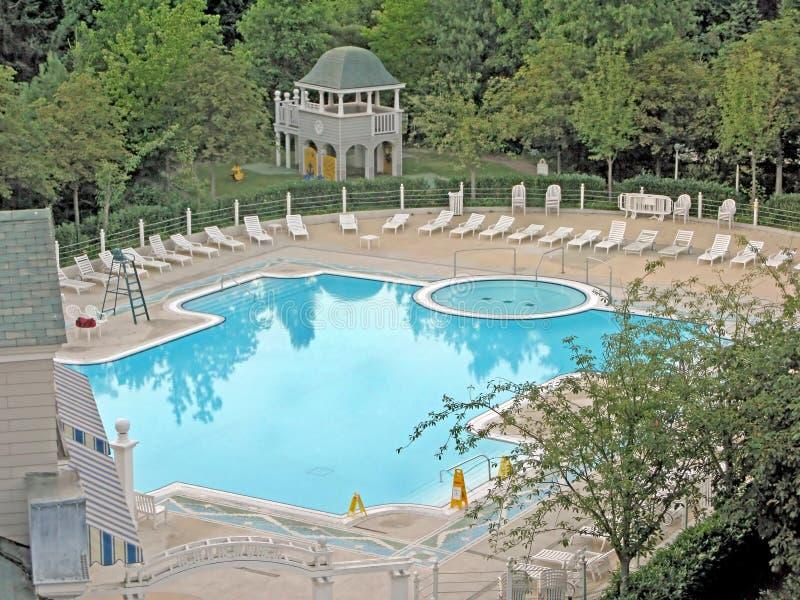 Klubba för simbassänghotellNewport fjärd royaltyfria foton