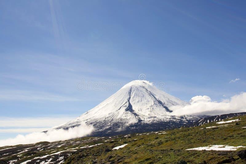 Kluchevskoy Vulkan. stockfotos