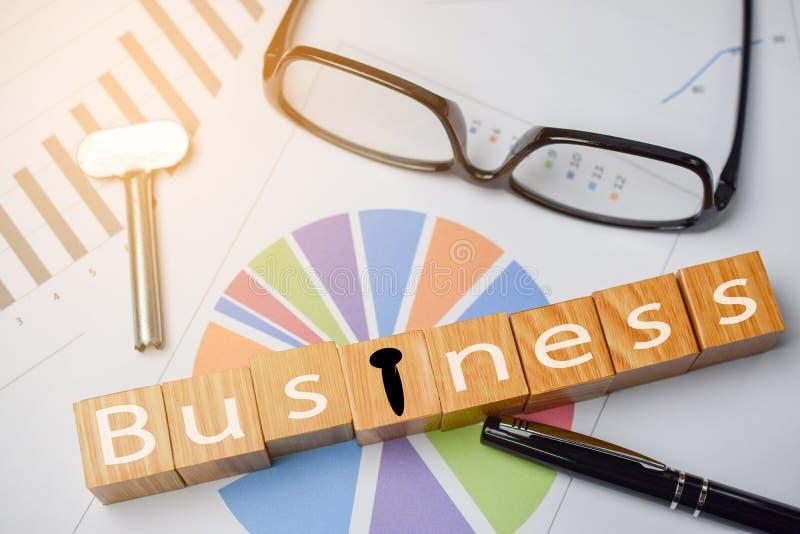Klucz dla otwiera biznesowego pojęcie zdjęcia stock