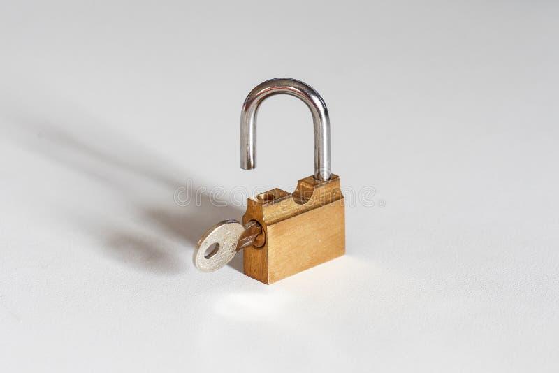 Klucz & Otwiera zdjęcie stock