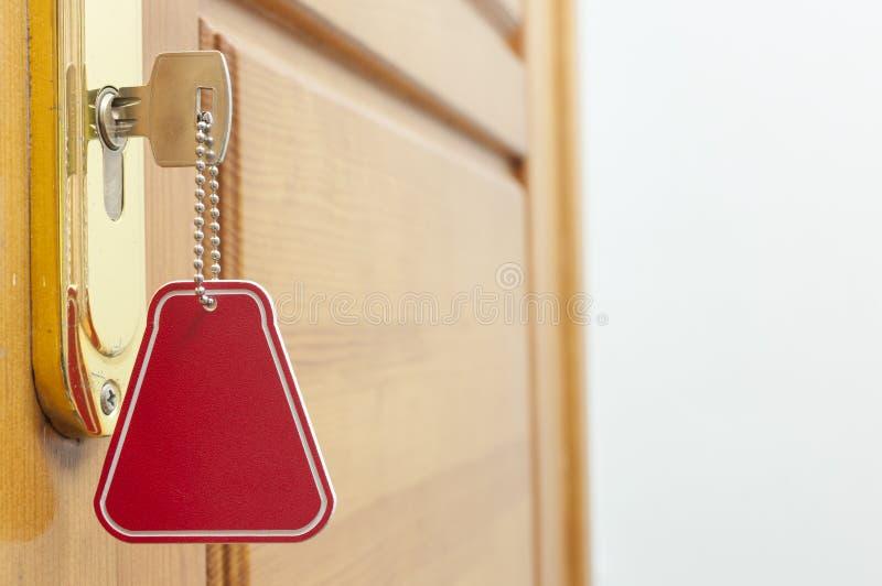 Klucz w k?dziorku z domow? ikon? na nim zdjęcie royalty free