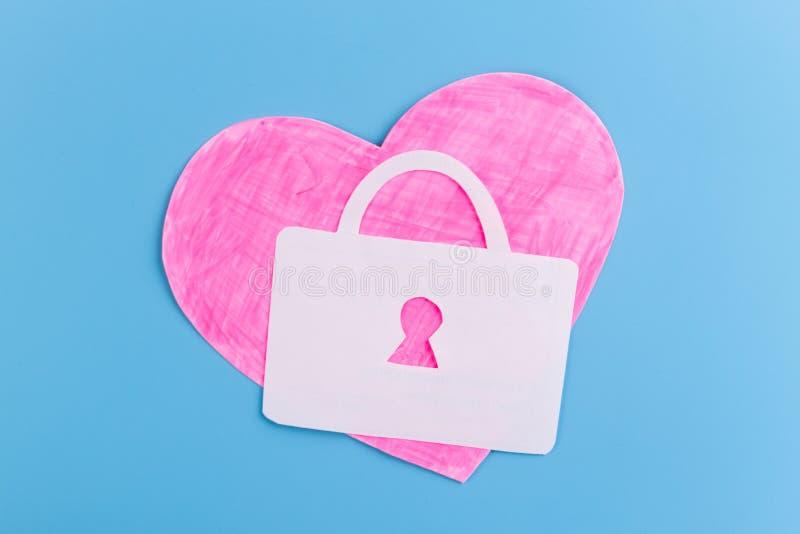 Klucz z sercem jako symbol mi?o?? obraz royalty free