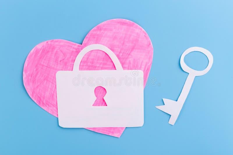 Klucz z sercem jako symbol mi?o?? zdjęcia royalty free