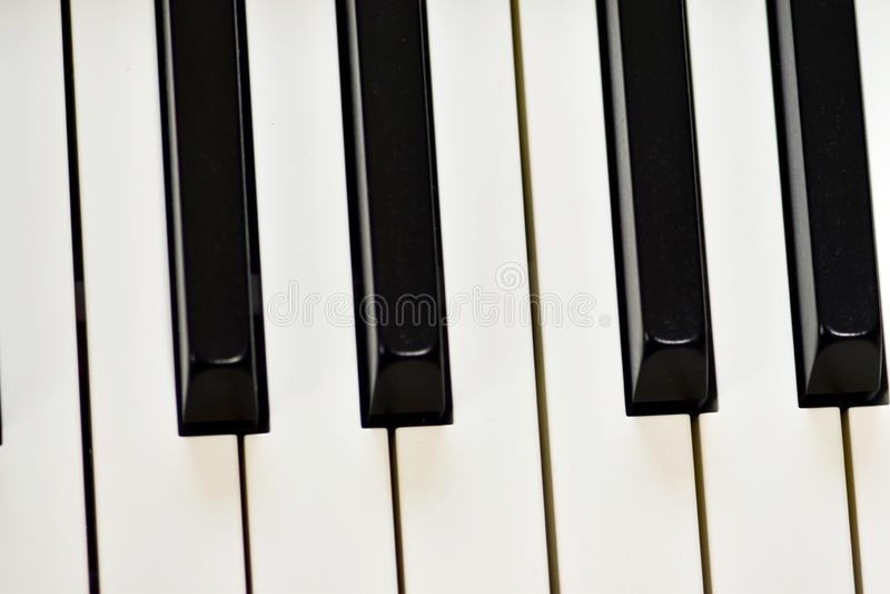 Klucze cyfrowy pianino, mi?kki ogniskowanie, kreatywnie nastr?j osoby improwizacja i tw?rczo??, zdjęcia stock