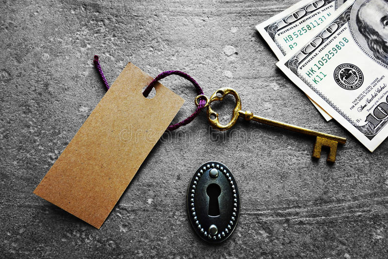 Kluczowa etykietka i gotówka obraz royalty free