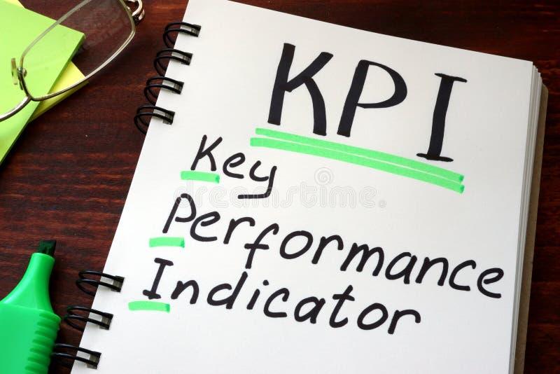 Kluczowego występu wskaźniki KPI pisać na notepad obraz royalty free
