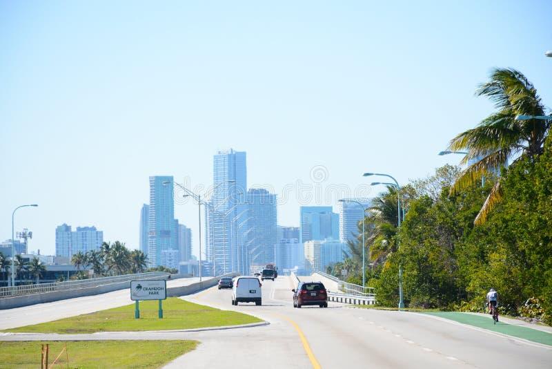 KLUCZOWY BISCAYNE, FL, usa - KWIECIEŃ 17, 2018: Widok Miami śródmieście f zdjęcie royalty free