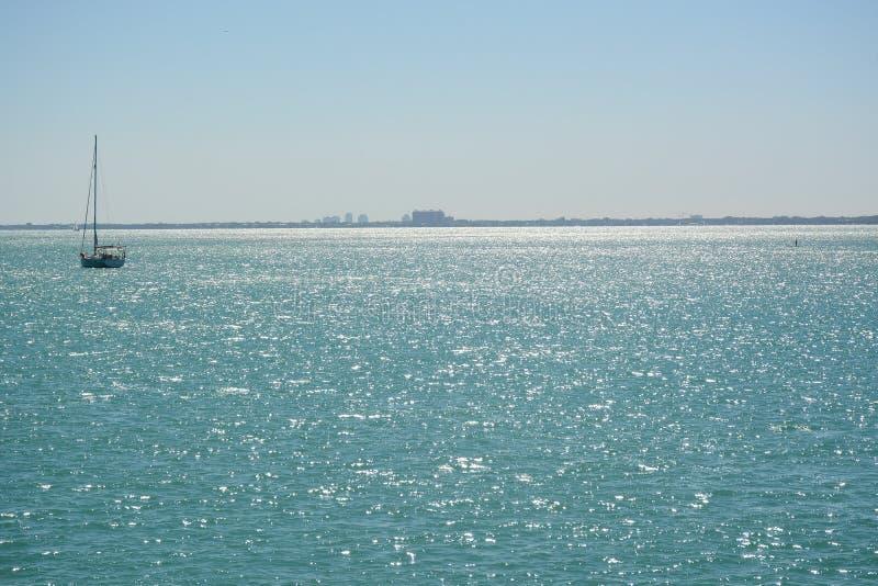 KLUCZOWY BISCAYNE, FL, usa - KWIECIEŃ 17, 2018: Widok na ocean od Virginia zdjęcie royalty free